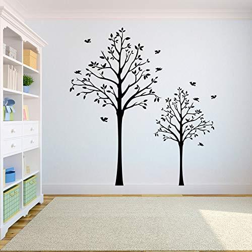 Boom muurstickers De wortel van de boom van het leven is de decoratie van vogels die daar vliegen.