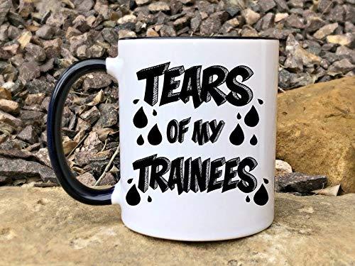 Tears of My Trainees Lustige Kaffeetasse, sarkastisches Geschenk, ATC Becher, Air Traffic Controller, Valentinstagsgeschenk, Coworker Geschenk, Training Sucks325 ml, Geburtstag Weihnachten Geschenk