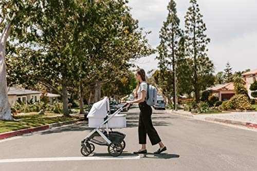 UPPAbaby Bassinet Rain Shield UPPAbaby Side vents ensure maximum ventilation and comfort, Phthalate-free PVC Easy to attach, remove, and clean Convenient handle opening for easy transport 5