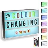 Gadgy ® Caja de Luz Cinematográfica Cambio Color A4 con Control Remoto | Especial Vintage Lightbox | con 85 Letras y Symbolos Numeros | 30x22x5,5 cm Bateria o Electricidad
