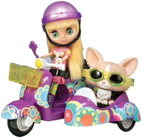 Hasbro Littlest Pet Shop Blythe & Pet Scooter
