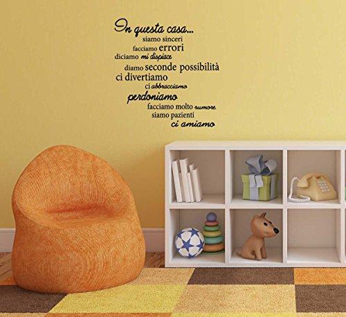 """Adesivo Murale Frase in Italiano Soggiorno Camera da Letto"""" In questa Casa"""" Adesivo da Pareti Muri (LARGE 120 X 80 CM.) Adesivo4You.com"""