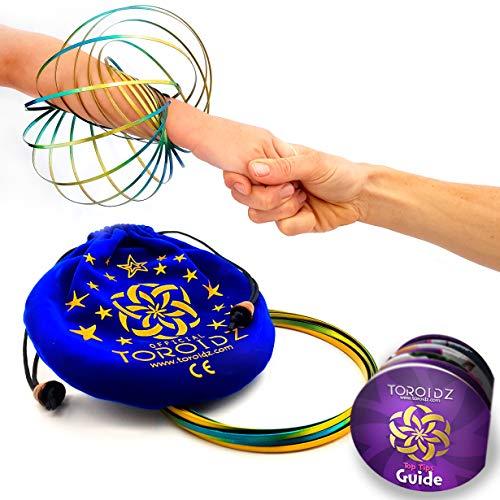 Toroidz ® Flow Ring + Samtbeutel - Wunderbares Magisches Spielzeug - 3D ARM Slinky - Wissenschaft, Zirkus, Magic Anti Stress Toy - Alle Altersgruppen (Blaues Gold / Blaue Tasche)