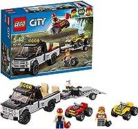 Include le minifigure dei piloti del fuoristrada Contiene un pick-up, un rimorchio e due fuoristrada Il pick-up è dotato di pianale con spazio per un fuoristrada, gancio per il rimorchio e una rampa