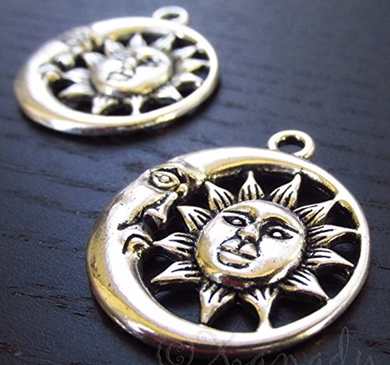 5 pcs Sun Framed by Moon Charm Pendant 26mm Antique Silver Tone (NS730)