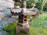 klein Steinlaterne aus Naturstein mit sechseck Dach stellt glückverheißend …