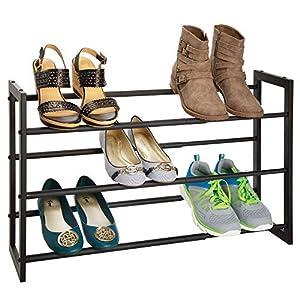 mDesign Zapatero vertical telescópico – Estante metálico extensible hasta 78,7 cm con 3 niveles de almacenaje – Mueble de zapatos para ahorrar espacio – negro