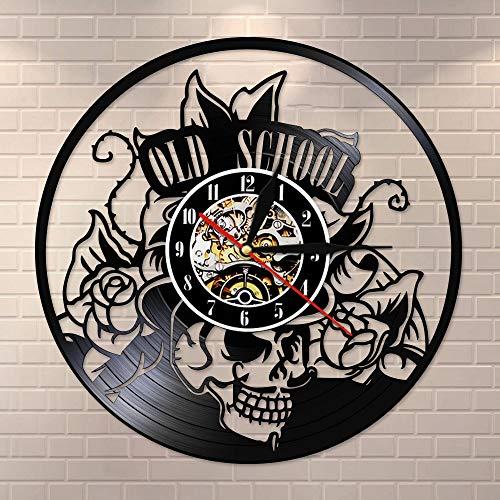 Old School Art Tatuaje Estudio de pared Señal de vinilo silencioso, reloj de pared Cráneo con flor reloj de pared Decoración de arte hipster hombres regalo