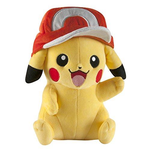 Pokemon T18981 Tomy Pikachu Mit Ashs Mütze, Hochwertiges Pokémon Stofftier zum Spielen und Sammeln