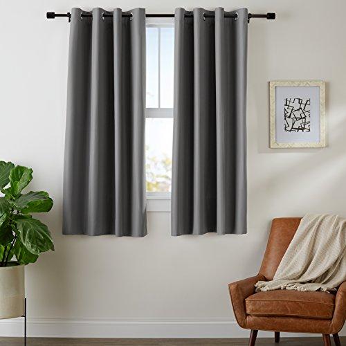 AmazonBasics - Juego de cortinas que no dejan pasar la luz, con ojales, 117 x 137 cm, Gris oscuro
