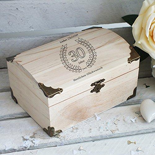 Geschenke.de Personalisierbare Schatztruhe Holz mit Gravur für Geschenke zum 30 Geburtstag Männer und Geschenke zum 30 Geburtstag Frauen, Schatzkiste Holz mit Gravur groß - 2