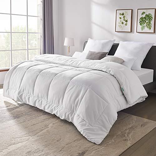 UTTU Bettdecke 200x200 cm, Ganzjahresdecke mit Füllgewicht Ca. 1400g, Atmungsaktive Schlafdecke für angenehmes Bettklima, Oeko-TEX Premium Qualität [200 x 200 cm ]