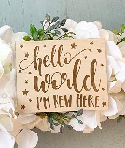 unknow Hello World Im New Here Geburtsankündigungsschild für Neugeborene, lasergedrucktes Holzschild, Baby-Andenken, frisches 48-Kinderzimmer-Dekor