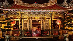 Meet the many gods of Longshan Temple. Choose which god you'd like to communicate with. Have your fortune read.