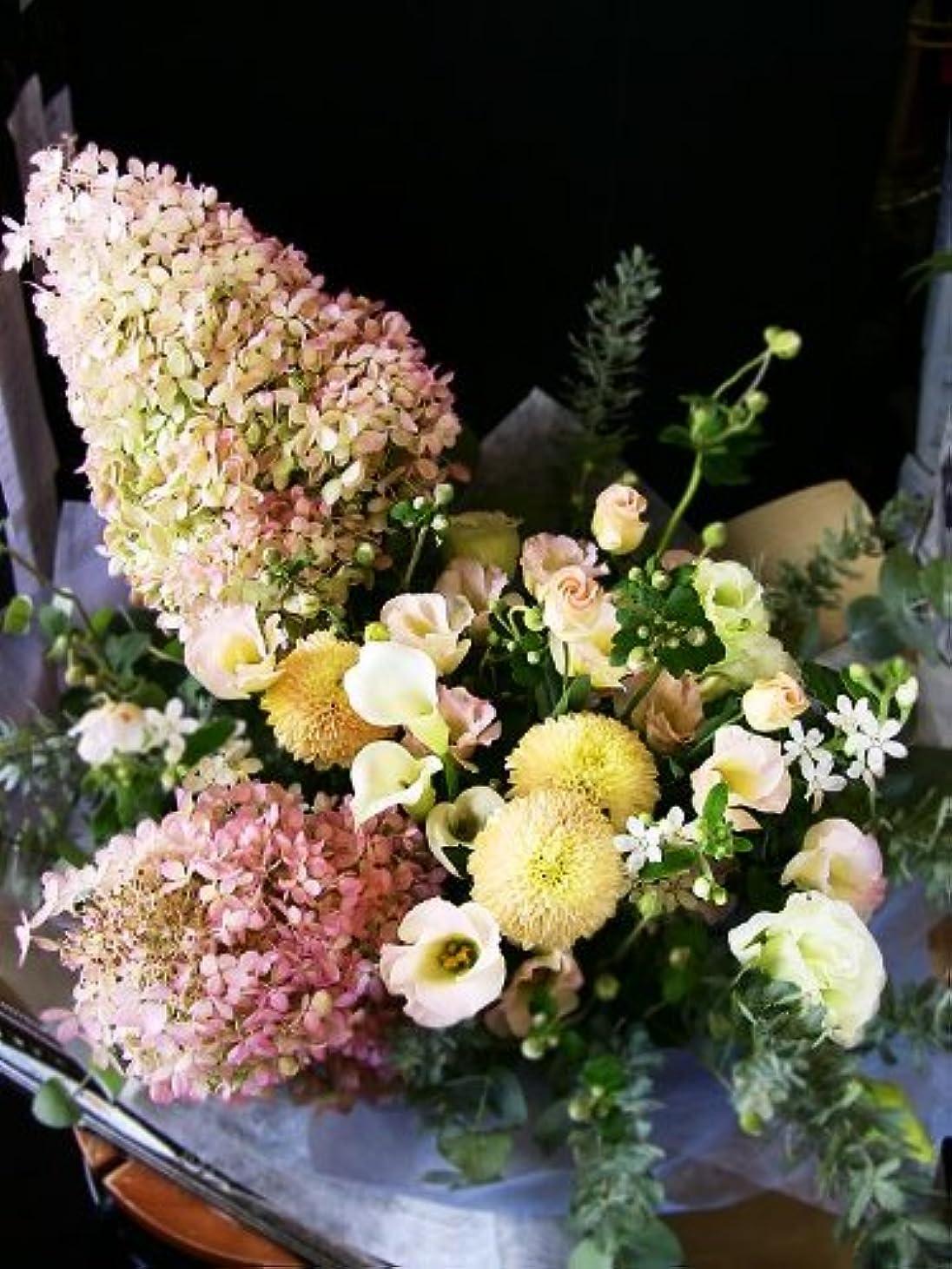 繁殖即席呼び出す【パリスタイルの花屋】水無月と小花のアレンジメント 【開店祝い?個展開催のお祝い?楽屋見舞いなど 各種お祝い?記念日に】