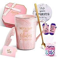 女性への誕生日ギフト - Not A Day Over Fabulous マグカップ - 彼女、友人、同僚、彼女、妻、母、娘、姉妹、おばさんへの面白い誕生日プレゼントアイデア セラミック大理石コーヒーマグ 14オンス ピンク