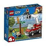 LEGO CityFire BarbecueinFumo con Camion dei Pompieri, Minifigura del Vigile del Fuoco, Hot Dog e Accessori per la Griglia, Set da Costruzione Ispirati ai Pompieri, 60212
