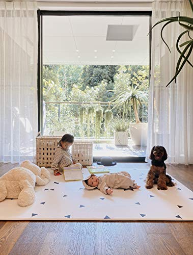 Ofie Mat (Country road + triangle, Large), soft baby play mat, reversible & non-toxic by Little Bot Baby. Ofie Mat (田舎道+三角形、大), ソフトベビープレイマット, 2m x 1.4m, 両面および非毒性
