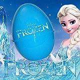 Rivivi la magia di Frozen Il regno di ghiaccio. Scopri e gioca con le sorprese. L'uovo contiene sempre i seguenti prodotti: bambola small doll; Small Doll Pack di Frozen e un fumetto di Frozen.