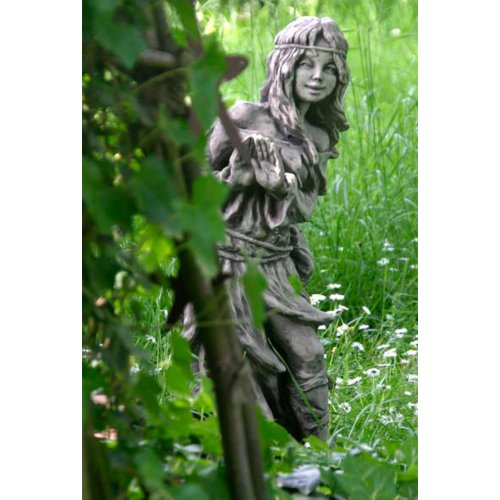 Vidroflor Waldbewohnerin versteckt BRÜNHILD, Steinguss Gartenskulptur, H=80cm, wetterfeste Figur für den Außenbereich