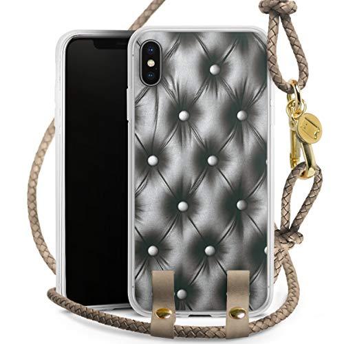 DeinDesign Carry Case kompatibel mit Apple iPhone XS Max Hülle mit Kordel aus Leder Handykette zum Umhängen Taupe Gold Polster Leder Couch