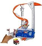 Hasbro 53573148 Chuck y Sus Amigos - Torre Tornado con Coche