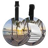Top-T Paradise Beach con hamaca y palmeras de coco, paisaje de vacaciones de la costa, etiqueta de equipaje de cuero