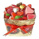 El regalo más original para un día especial. Caja de corazones hecha con chucherías y dulces