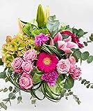 Ramo romántico de flores frescas verde y rosa