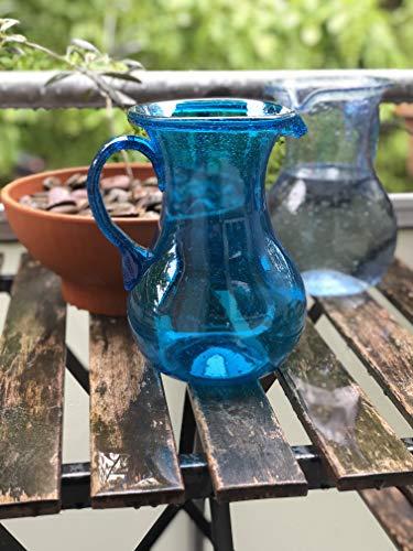 Maison Zoe Glaskrug aus Recycling-Glas Maya - türkis - Durchmesser ≈ 15cm Höhe ≈ 22cm - 100{88038634bf8137c6ad0528503998607da4883aa974fe795e84dc2e61523d813f} Handmade - Wasserkaraffe - Krug mundgeblasen - Wasserkrug mit Griff und Ausguss