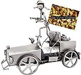 BRUBAKER Weinflaschenhalter Feuerwehrwagen - Löschzug mit Feuerwehrmann aus Metall mit Grußkarte für Weingeschenk
