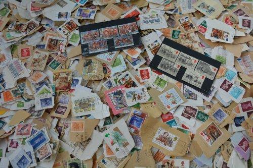 Goldhahn Großbritannien Kiloware 1 Kilo Box Briefmarken für Sammler