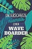 Unterschätze niemals einen Waveboarder: Notizbuch inkl. Kalender...