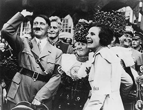 Adolf Hitler with Film Maker Leni Riefenstahl On Nazi Party Day In Nuremberg Poster Print (60,96 x 45,72 cm)