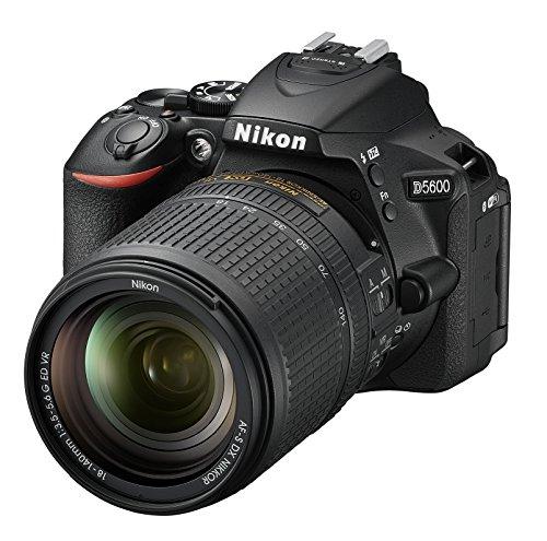 "Nikon D5600 + AF-S DX NIKKOR 18-140 mm VR, Fotocamera Reflex Digitale, 24.2 Megapixel, LCD Touchscreen 3"", Bluetooth, SD 8 GB 300x Premium Lexar, Nero [Nital Card: 4 Anni di Garanzia]"