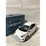 1/30 トヨタ アクア AQUA 前期 カラーサンプル 非売品 ミニカー スーパーホワイトⅡ