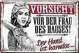 """schilderkreis24 – Blechschild Lustiger Spruch """"Vorsicht vor der Frau des Hauses! H& harmlos."""" Deko Vintage Humor Retro Geschenkidee Geburtstag Weihnachten Mann Frau 20x30 cm"""