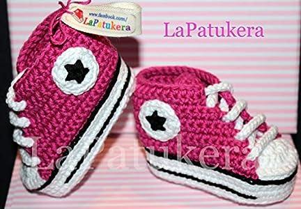Patucos para bebé de crochet, Unisex. Estilo converse all star, de color Rosa frambuesa, 100% algodón, tallas de 0 hasta 12 meses, hechos a mano en España. Regalo para bebé.