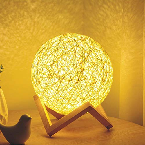 CHRISTY HARRELL Table Lamp, Hand-Knit Wicker Rattan Spherical Ball USB Power LED Night Light with Base Holder, for Modern Nordic Style Home Decoration Romantic Bedside Table Desk Lighting