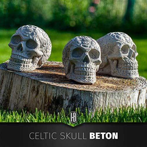 Beton Schädel mit keltischen Verzierungen