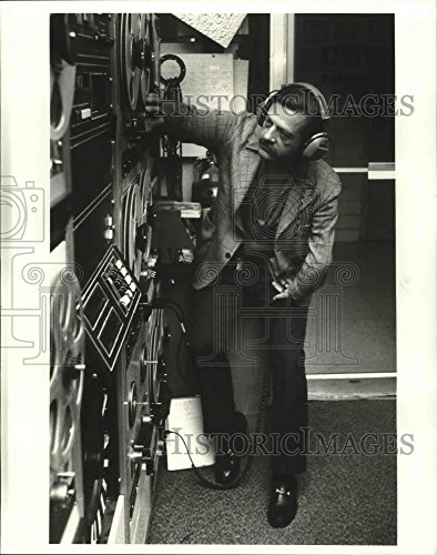 Vintage Photos 1980 Press Photo Christopher Albright WWNO Radio Station at UNO University.