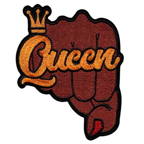 Parche Queen Ropa Mujer Termoadhesivo - 10 x 12.5 cm – Parche Frase para Planchar o Coser Bordado Motera Rock Grande Decorativo Negro Chaqueta Plumas Jeans Mochila Crossfit Ropa Deportiva Algodón