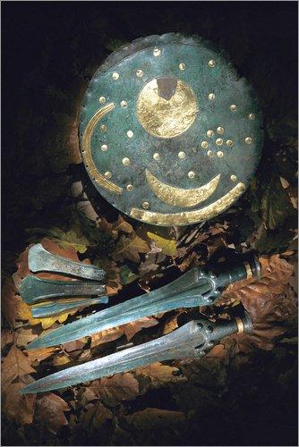 Poster 61 x 91 cm: Himmelsscheibe von Nebra und Schwerter von Kenneth Garrett/National Geographic - hochwertiger Kunstdruck, neues Kunstposter