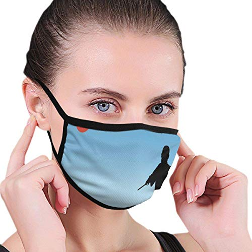Mundschutz Windschutzschal mit Gesichtsmundabdeckung, Man Silhouette demonstriert Karate-Technik, Bedruckte Gesichtsdekorationen für Erwachsene