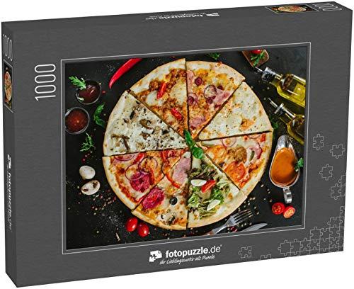 Puzzle 1000 Teile Verschiedene Pizzastücke in eine große Pizza auf Schwarz gelegt - Klassische Puzzle, edle Motiv-Schachtel, Fotopuzzle-Kollektion 'Essen' (1000, 200 oder 2000 Teile)