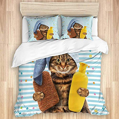 Funda nórdica, telón de fondo de rayas de gato con lindo gatito con champú y toalla de baño envuelta en la cabeza, accesorios de baño, juego de cama de microfibra de calidad, diseño moderno ultra suav
