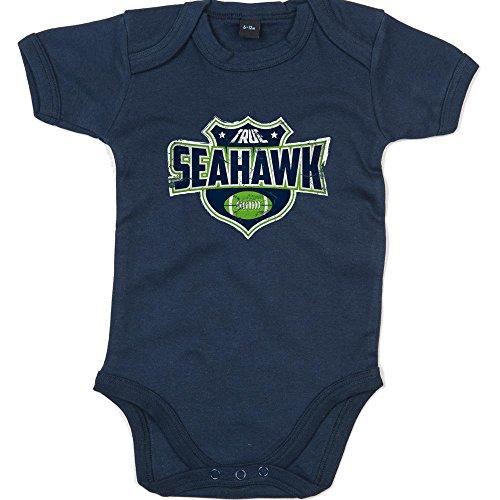 Shirt Happenz True Seahawk Premium Babybody American Football Super Bowl NFL Mädchen und Jungen Kurzarmbody, Farbe:Blau (Nautical Navy BZ10);Größe:6-12 Monate