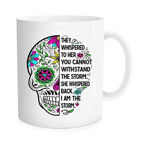 Funny Coffee Mug - Taza de café (350 ml), diseño con texto en inglés 'I am the storm she Whispered back I am the storm mug