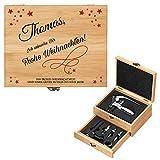 Maverton Weinöffner-Set personalisiert Weinset Sommelier Set - Geschenkbox Holzbox + 8er Weinzubehörset - aus Bambus - Braun - Geschenk zu Weihnachten Frauen Männer - Frohe Weihnachten