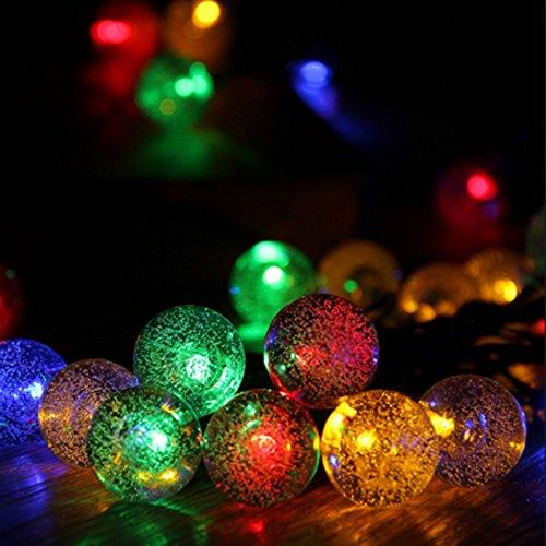 JnDee Guirlande lumineuse à piles avec 20 boules de cristal multicolores à LED pour fenêtre ou porte Décoration de Noël